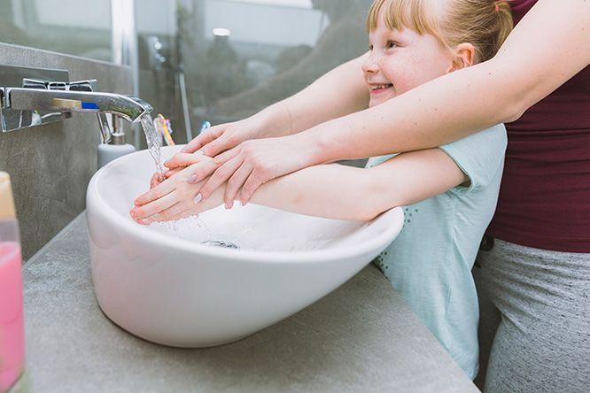 Selalu jaga kebersihan tangan anak agar terhindar dari kuman penyebab penyakit