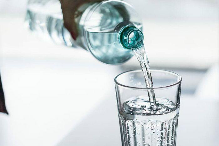 Penuhi asupan cairan agar tidak dehidrasi saat berpuasa