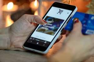 kelebihan jualan online dibanding toko biasa